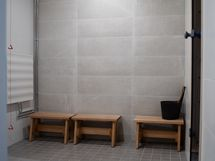 Pesuhuone yhtiön saunan yhteydessä