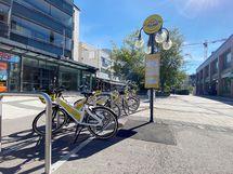 Alueella kaupunkipyörät.