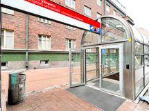 Metroasemalle kulku vain muutaman metrin päästä asunnolta.