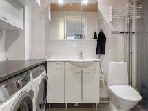 Kylpyhuoneessa on kodinhoidolliset tilat