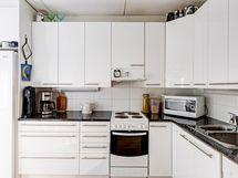 Säilytystilaa paljon keittiössä