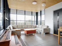 Ennen saunaa ja saunan jälkeen, voidaan näissä tiloissa tehdä hyviä sopimuksia