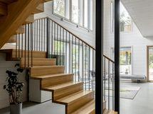 eteistä, portaikko