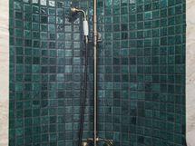 Keskikerroksen suihkuhuone