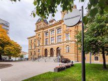 Kävelyetäisyydellä Oulun kaupungintalo ja keskustan puistot