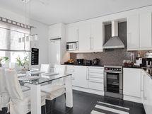 Ajaton, moderni keittiö/ Tidslöst, modernt kök.