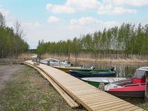 Suojainen venevalkama ja autopaikat
