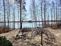 verannalta järvimaisemaa