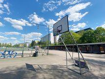 Vieressä sijaitsee Brahen urheilukenttä.