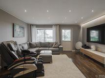 Alakerran toinen olohuone/tv-huone