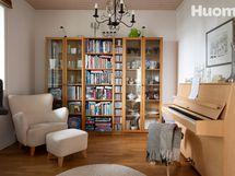 Kirjastohuone tai neljäs makuuhuone