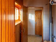 Pukuhuone ja kylpyhuone