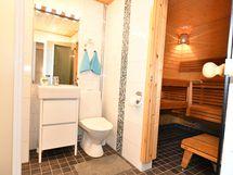 Kylpyhuone ja sauna yläkerrassa - toimii!!