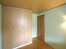 makuuhuone 2 kaapisto