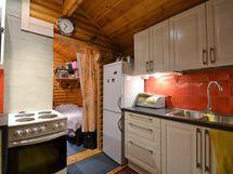 Keittiötä ja takana makuutila