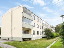 Asunto sijaitsee 1. krs:n päädyssä/ Lägenheten är en gavellägenhet i 1. våningen