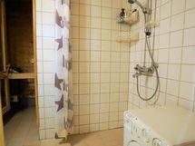 Kylpyhuoneessa pyykinpesukone