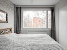 Makuuhuoneen yhteydessä vaatehuone