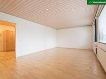 Tilava olohuone - mahdollisuus vaikka rakentaa 1 huone lisää.