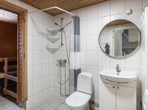 Kylpyhuone ja oma sauna