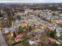 Tontti sijaitsee lähellä Vanhaa Sepänkyläntietä/ Tomten finns nära till Gamla Smedsbyvägen