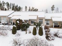 Talon edustalla vehreyttä ja vihreyttä ympäri vuoden