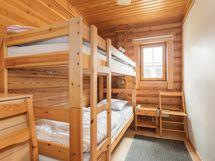 Alakerran pienempi makuuhuone