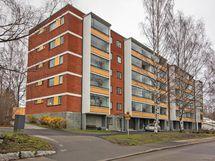 Yhtiössä on juuri uusittu käyttövesiputket. Esteetön ensimmäisen kerroksen asunto.