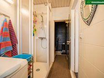 Kylpyhuoneen ilmettä saunan suuntaan.