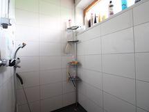 salin yhteydessä oleva suihkutila