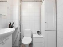 yläkerran wc:ssä on myös suihkuvaraus