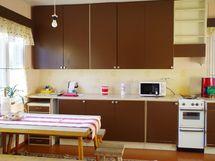 Tilava, valoisa keittiö
