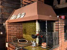Iso tyylikäs tupa, leivinuuni, puuliesi, käynti keittiöön
