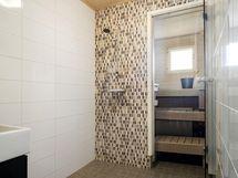 Tyylillä uudistettu kylpyhuone ja sauna