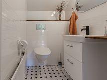 yläkerran uusittu WC