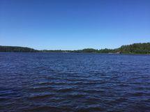 Laiturilta järvimaisemaa 18. kesäkuuta klo 12:18