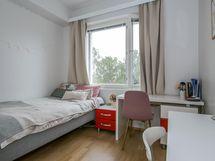 Pienempi makuuhuone/ Mindre sovrummet