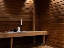 Samassa kerroksessa sijaitsee upea saunaosasto!