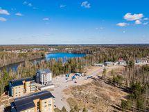 Kaunis Taasjärvi jossa myös uimaranta  kävelymatkan päässä
