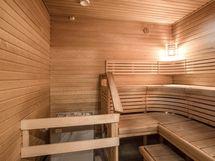 Taloyhtiön saunasta kuvaa.