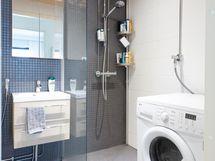 Tilaa on pyykinpesukoneelle tai pesutornille.
