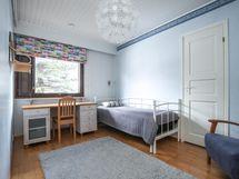 Pienempien makuuhuoneiden yhteydessä vaatehuoneet