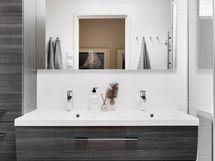 Yläkerran kylpyhuonetta