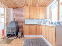 Toinen kuva keittiöstä