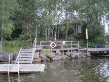 Ensinäkymä: on uimalaturi ja venelaituri