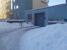 On ihana ajaa autohalliin ja sieltä pois kuivin jaloin. Anatta muiden kaivaa autojaan lumikasasta.