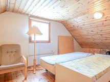 Yläkerran nukkumatilat huone 1