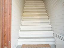 Käynti yläkertaan, erillisellä sisäänkäynnillä