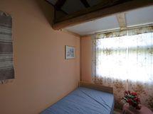 Yläkerran huonetila 2
