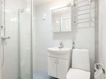 Kylpyhuone uusittu LVIS-remontin yhteydessä 2014-2015